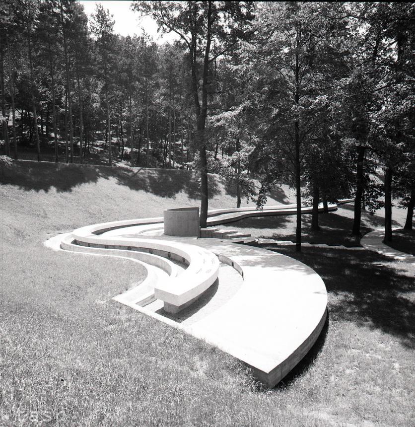 006b1d381 Rok 1973: Bratislavské krematórium má rozptylovú lúčku