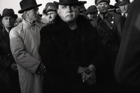 Prezidenta Jozefa Tisa priviezli na Slovensko v putách