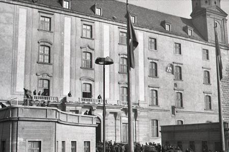 Slávnostný podpis zákona o československej federácii v Bratislave