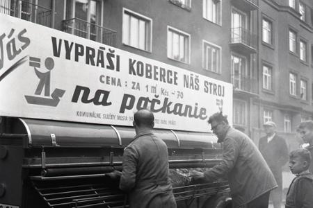 Na bratislavskom sídlisku sa objavil stroj na klepanie kobercov