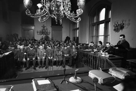 Príslušníkov oddielov Edelweiss postavili pred československý súd