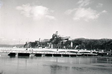 V roku 1956 otvorili v Trenčíne nový cestný most cez Váh
