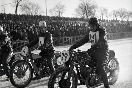 Rok 1950: Na prvú plochú dráhu na ľade prišli davy ľudí