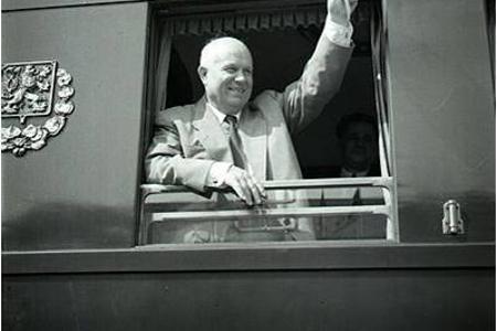 Chruščov odsúdil na zjazde Stalinov kult osobnosti