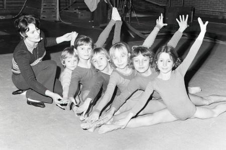 Rok 1976: Mladé nádejné bratislavské gymnastky sú v tých najlepších rukách