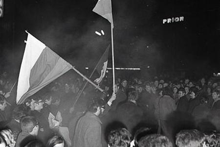 Rok 1969: Hokejisti porazili tím ZSSR a bratislavské ulice zaplnili fanúšikovia