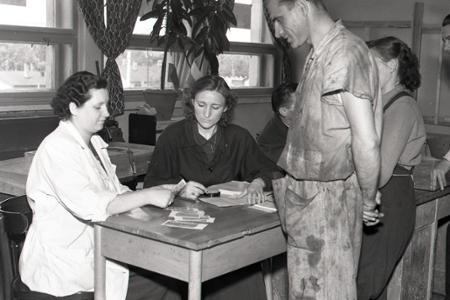Rok 1953:Menová reforma – veľká peňažná lúpež