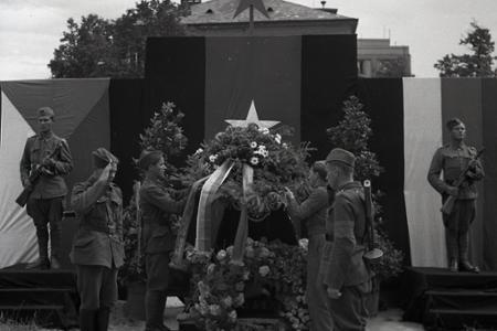 Rok 1945:Bratislava si pripomenula 4. výročie napadnutia ZSSR