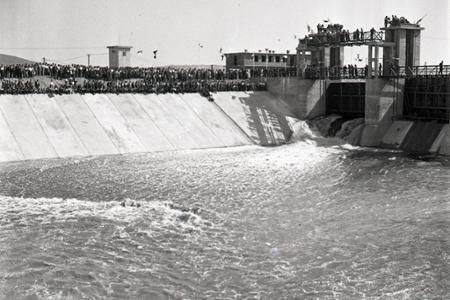Rok 1952: Napúšťa sa prvý stupeň Vážskej kaskády