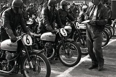 Rok 1950: Rýchle motocykle prilákali do bratislavských ulíc tisíce divákov