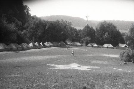 Rok 1951: Učni sa zotavujú v rekreačných táboroch