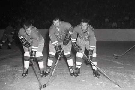 Rok 1967: Stan Mikita si zahral v drese VSŽ