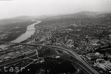Rieku Dunaj na Slovensku preklenuje deväť mostov