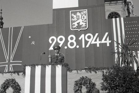 Rok 1945: Oslavy prvého výročia Slovenského národného povstania