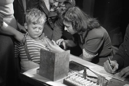 Rok 1948: Hromadné očkovanie proti tuberkulóze v Bratislave