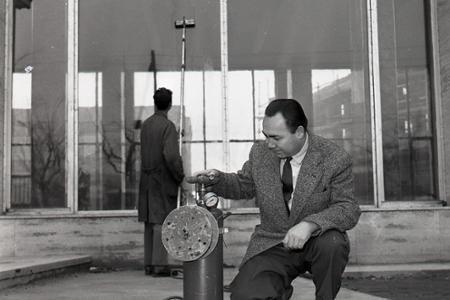 Rok 1962: Vymysleli zlepšovák na umývanie okien