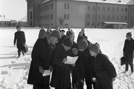 Zatvorené brány škôl – začali sa polročné prázdniny