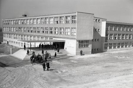 Rok 1968: V Trnave otvorili novú učňovskú školu pre elektrikárov