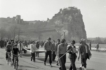 Rok 1974: Začína sa tradícia turistického pochodu Devín - Dukla
