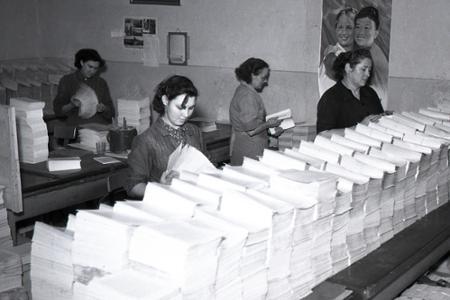 Rok 1955: Na knižný trh prichádza učebnica politickej ekonómie