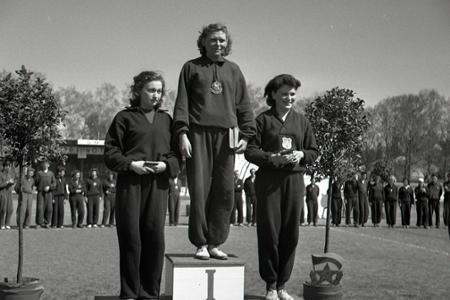Rok 1952: Majstrami ČSR v cezpoľnom behu Zátopek a Müllerová
