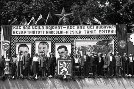 Rok 1951: Košúty spomínajú na svojich padlých hrdinov