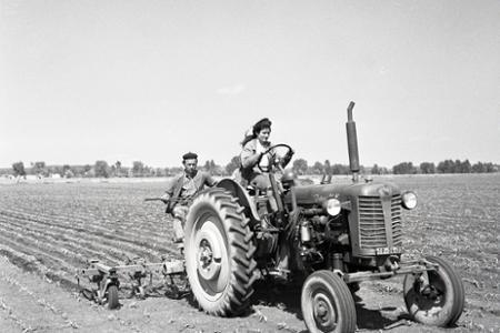 Rok 1962: Založili prvú dievčenskú mechanizovanú čatu