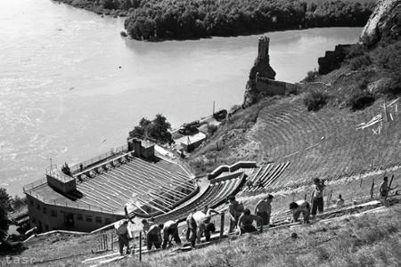Rok 1959: Devín sa pripravuje na významnú kultúrnu udalosť