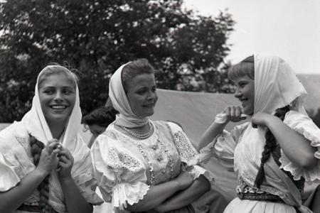Folklórne leto v Gombaseku na historických archívnych záberoch