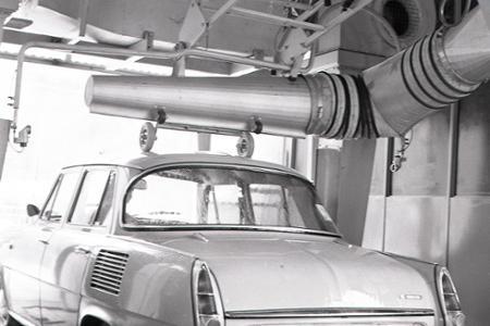 Rok 1973: Linka vraj stihne za hodinu umyť až 40 áut