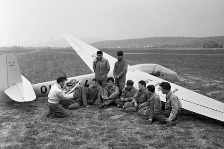 Rok 1956: Oblohu nad Prievidzou križujú vetrone
