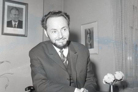 Ján Jamnický  bol považovaný za mága slovenského divadla