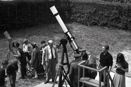 Rok 1966: V bratislavskom PKO pozorujú zatmenie Slnka
