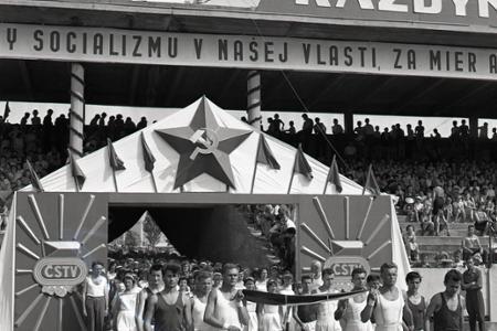Rok 1960:Spartakiáda–najväčší športový sviatok pracujúceho človeka