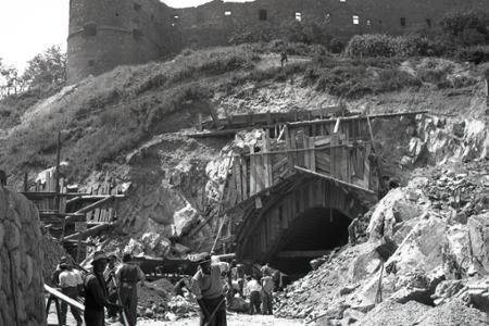 Rok 1949: Tunel pod Bratislavským hradom čoskoro dokončia