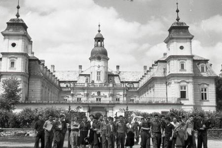 Rok 1954: Prví absolventi PTŠ v Bernolákove