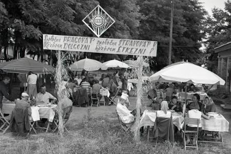 Rok 1961: Počas žatvy teplé obedy