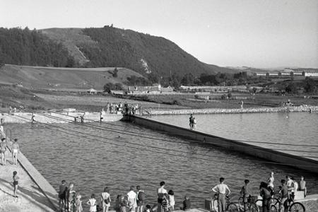 Rok 1956: Banskobystričania prežijú leto na plážovom kúpalisku