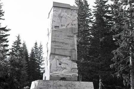 Rok 1961: V Nízkych Tatrách budujú monument pripomínajúci boje počas SNP