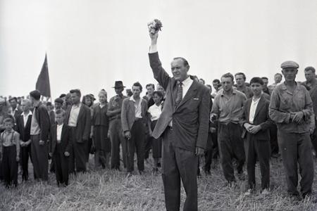 Rok 1961: Prvý výkop na tepelnej elektrárni vo Vojanoch