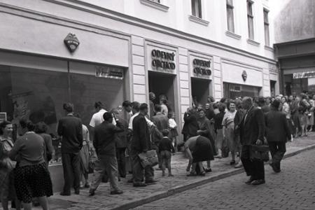 Rok 1955: Bratislava má najmodernejšiu predajňu textilu