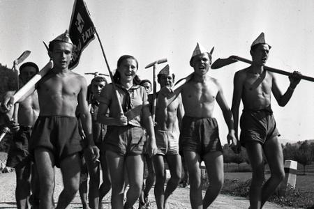 Rok 1950: Pri Nosiciach budujú Priehradu mládeže