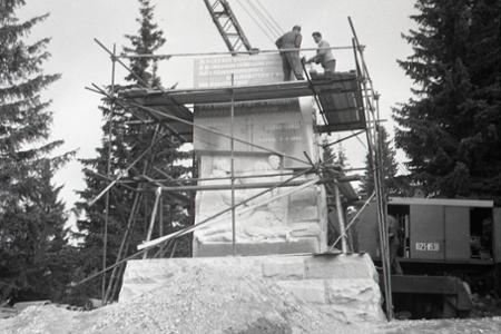 Rok 1961:V Nízkych Tatrách budujú monument pripomínajúci boje počas SNP