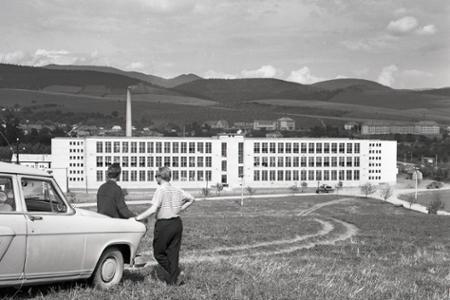 Rok 1965: V Lipanoch otvorili nový odevný závod kpt. Nálepku