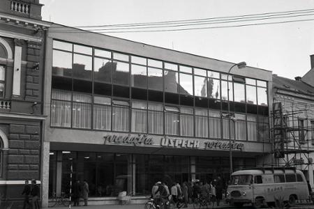 Rok 1968: Desaťtisíc ľudí pri otvorení potravín v Nitre