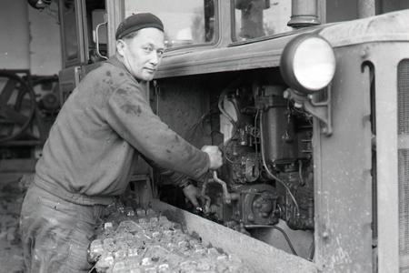 Rok 1963: Vendelín Leckéši je najlepší traktorista v jesennej orbe