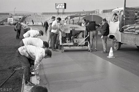 Rok 1970: V Bratislave budujú druhú tartanovú dráhu v ČSSR