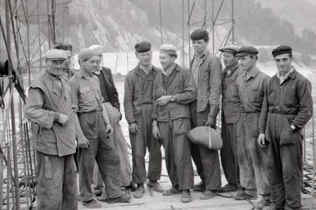 Rok 1955: Hrdinovia práce na stavbe Krpelianskej priehrady