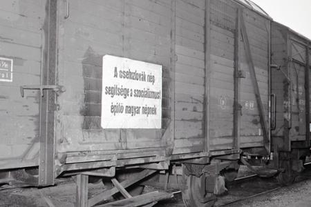 Rok 1956: Maďarsku po potlačenej revolúcii pomáha aj Československo