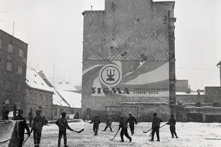 Rok 1966: Bratislavčania dnes vyšli do zasnežených ulíc